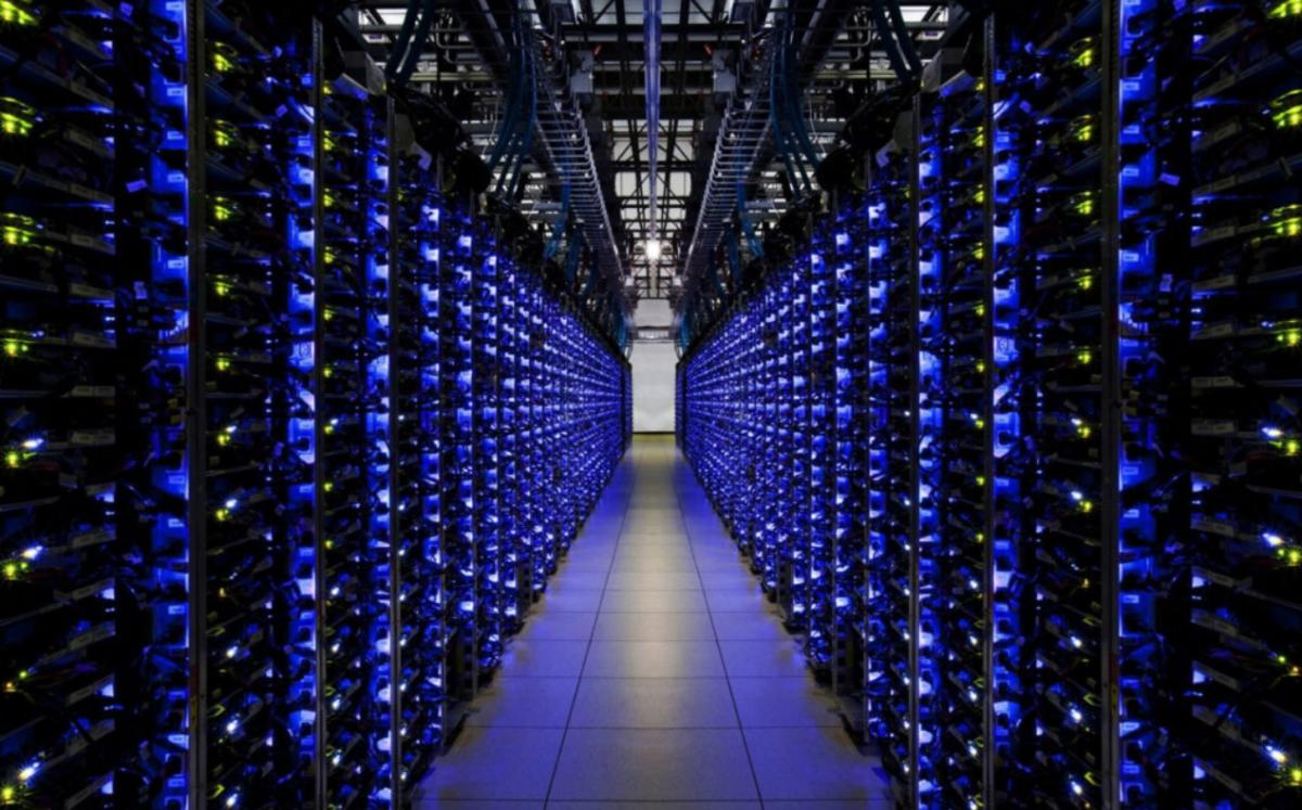 Photo d'une salle rempli d'ordinateur minant des bitcoins